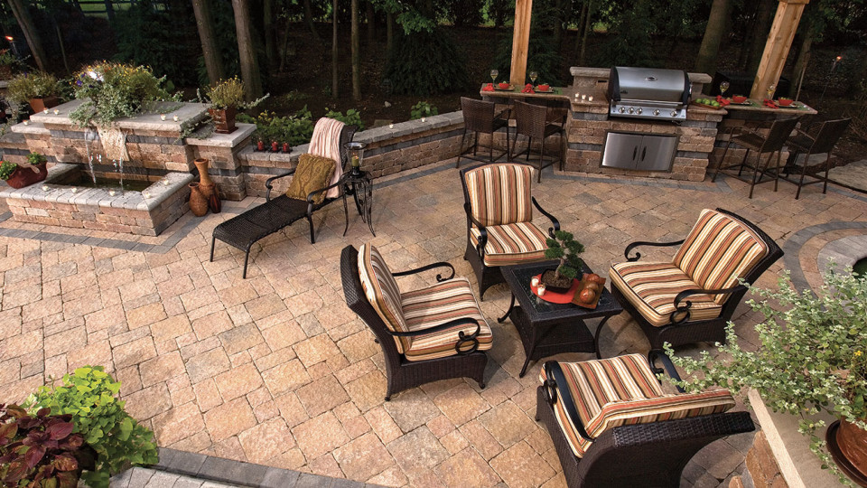 Patio & Outdoor Living Spaces